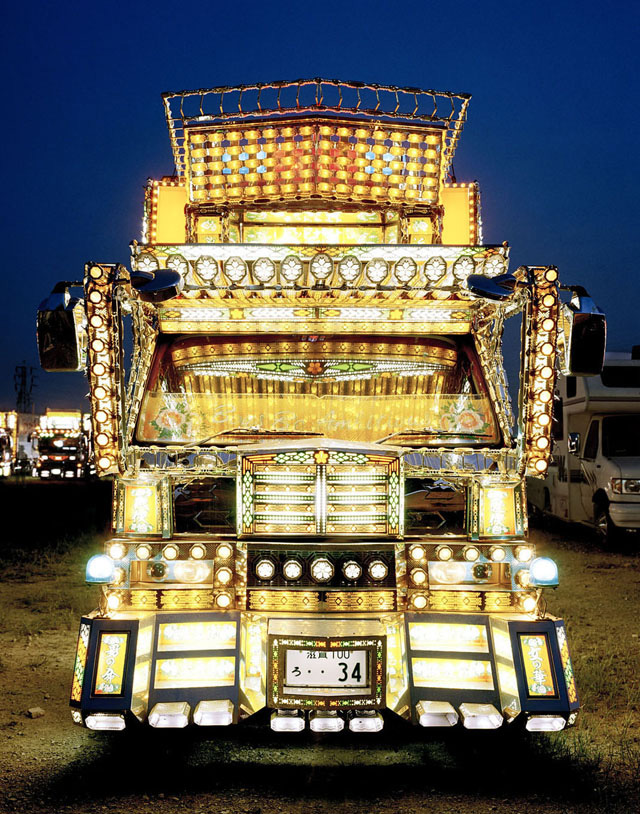 Dekotora art truck from Japan (by sanberdoo via Flickr; CC-BY-2.0)